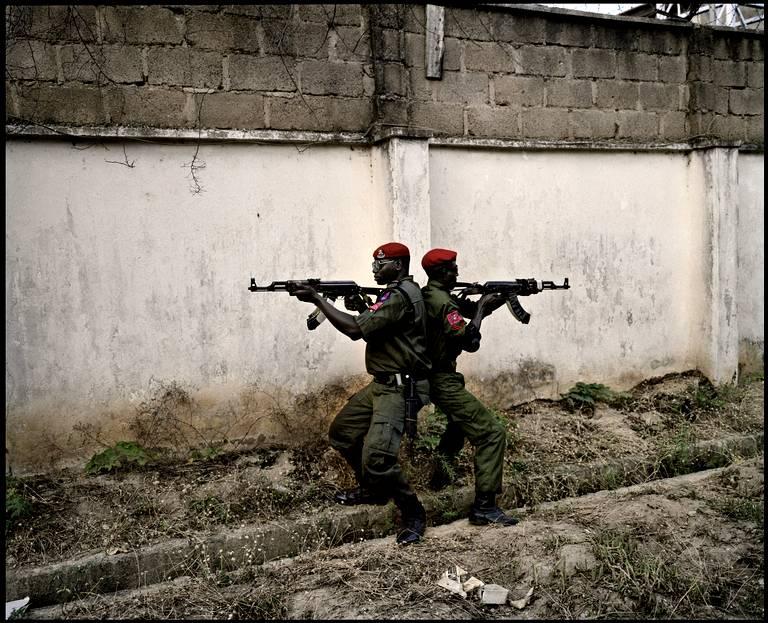 28-avril-2011-deux-soldats